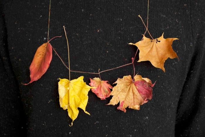Tenjinyama Necklace, 2015, leaves, cotton thread